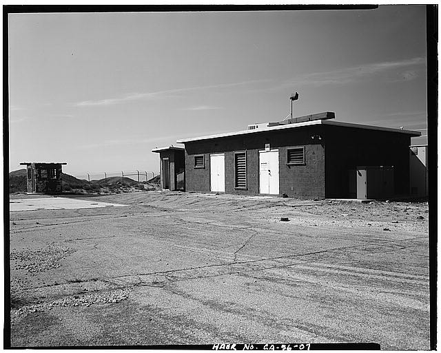 VIEW SHOWING STORAGE BUILDING/GUARD HOUSE AT LAUNCH AREA, LOOKING WEST