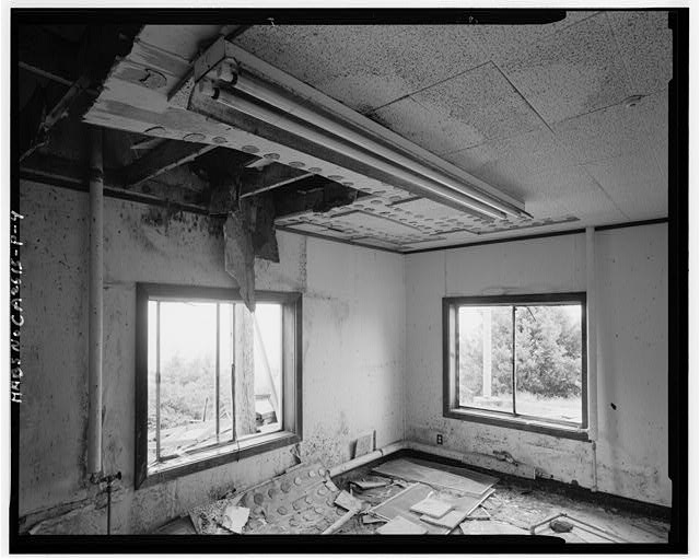 Mill Valley Early Warning Radar Station INTERIOR OF BUILDING 222, LOOKING SOUTHEAST.